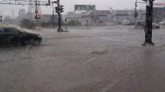 Пороен дъжд и градушка наводни Бургас