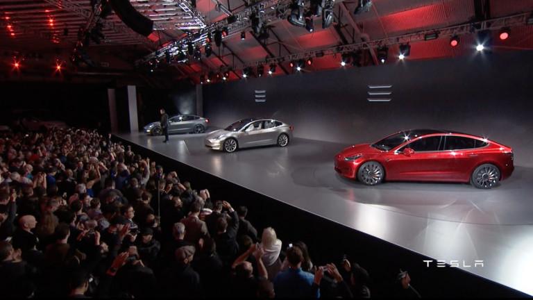 Първата Tesla Model 3 ще е готова този петък