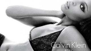 Зоуи Салдана - новото лице на Calvin Klein Underwear