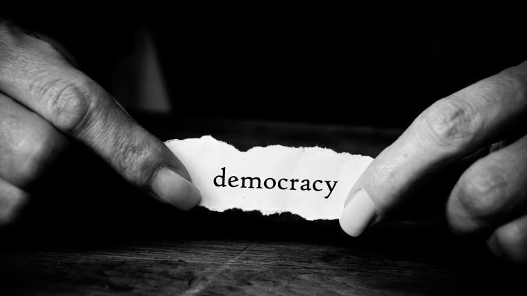 Само половината от хората по света смятат, че живеят в демокрация