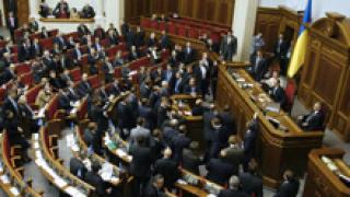 Украинският парламент гласува за спиране на огъня срещу протестиращите