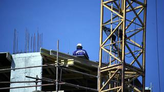Държавата започва да се издължава на строителните фирми