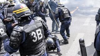 Сблъсъци между полиция и протестиращи в Париж