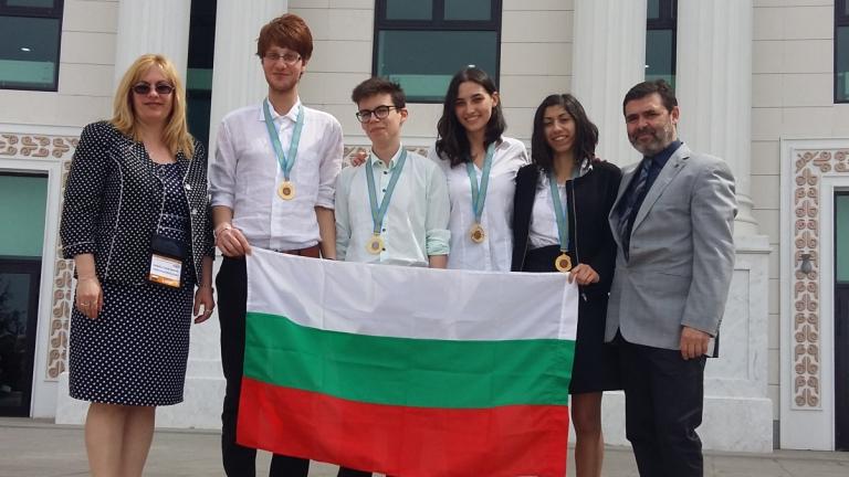 Български ученици взеха четири медала от олимпиада по химия