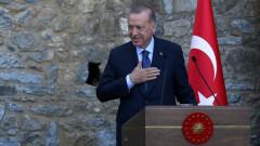 На ръба на дипломатическа изолация Ердоган няма да гони посланици