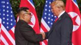 Тръмп и Ким с историческо ръкостискане