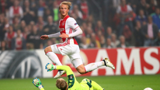 Барселона си хареса две от младите звезди на Аякс