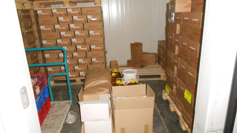 Посланикът ни в Република Северна Македония Ангел Ангелов предостави пакети