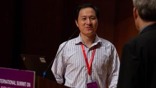 Китайският учен Джианкуи защитава генетичната промяна на бебета