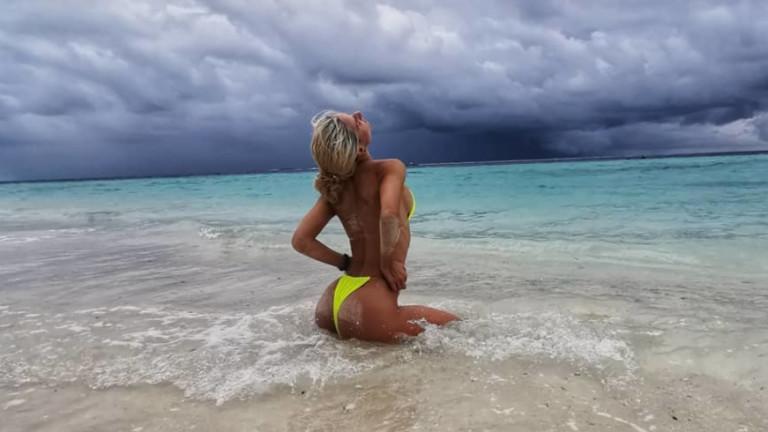 Секси тренировките на плажа на Христиана Парова