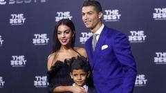 """Голям скандал в Реал - жените на Рамос и Роналдо се обиждат на """"парцал"""""""