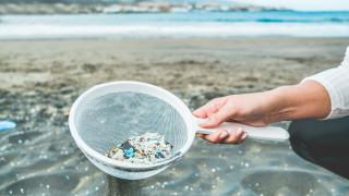 Нова стъпка в борбата с микропластмасата
