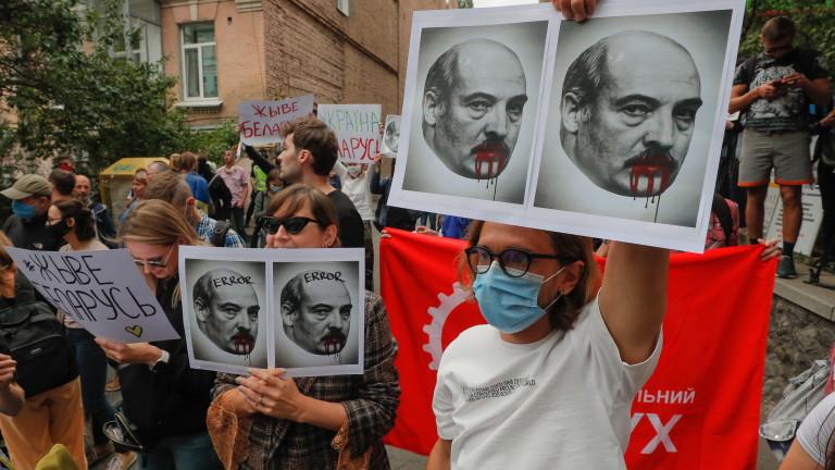 Правителството на Беларус започна да освобождава хилядите задържани протестиращи и