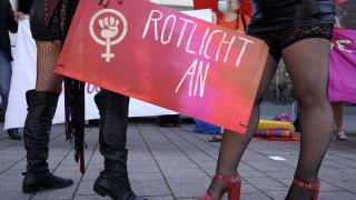 Бордеите в Берлин отвориха, но сексът не е позволен