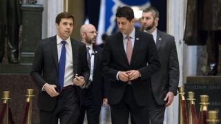След 18-часов дебат републиканците приеха промени в здравната реформа на Обама