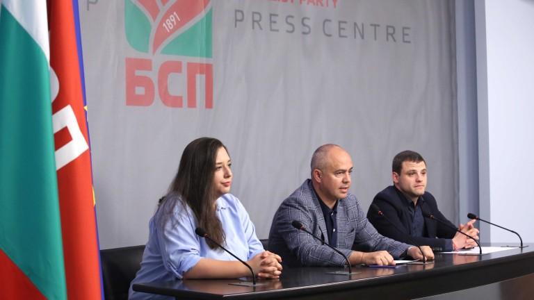 Парламентарната група на БСП иска оставката на зам.-председателя на Народното