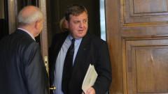 С разговори Каракачанов изглажда прискърцванията в коалицията