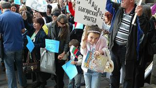 Дясната коалиция във Варна подари спектакъл на учителите