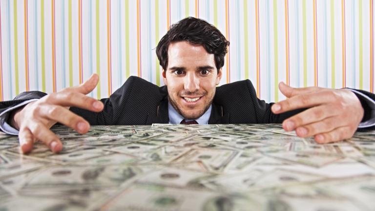Как богатите най-често губят парите си?