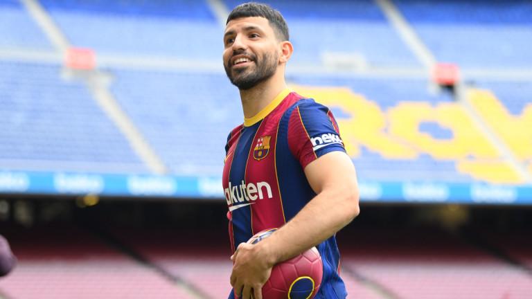 Серхио Агуеро успокои феновете, няма да напуска Барселона