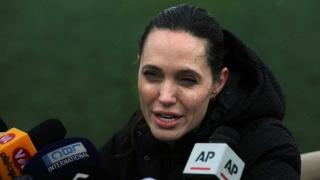 Анджелина Джоли отиде при бежанците в Ливан