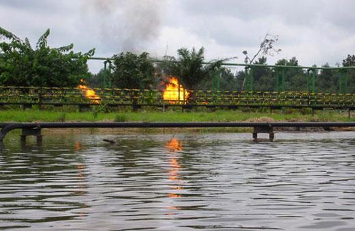 Двама чужди работници на петролна рафинерия бяха убити в Нигерия