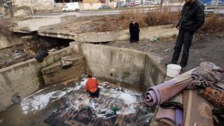 Подаряват безплатна баня на циганите в Казанлък