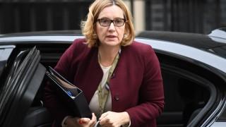 Вътрешният министър на Великобритания подаде оставка