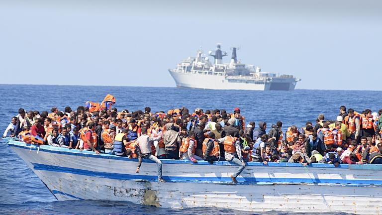 Близо 100 загинали мигранти при две корабокрушения край бреговете на Либия