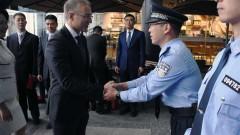 Китайски полицаи патрулират в Сърбия