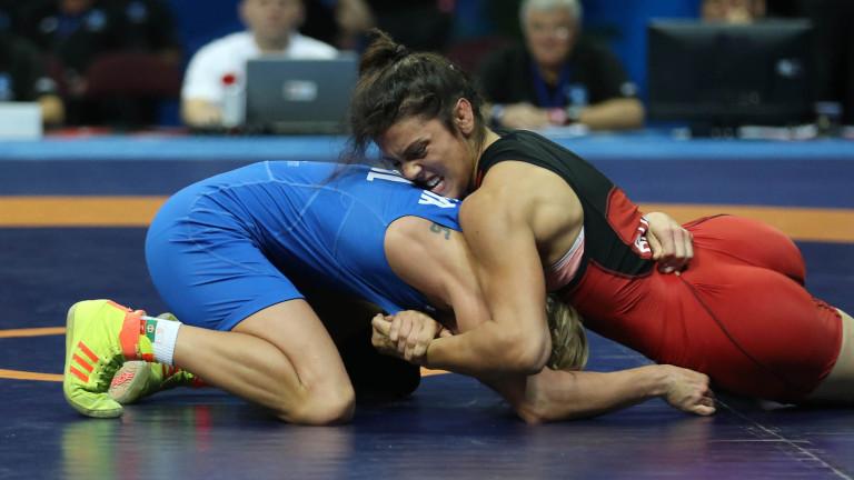 Мими Христова показа защо борбата е един от най-трудните спортове, спечели сребърен медал в Каспийск