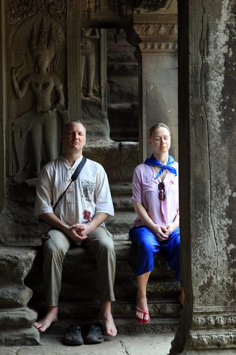 Западни туристи избират Ангкор Ват, за да медитират, тъй като енергията на мястото е осезаема