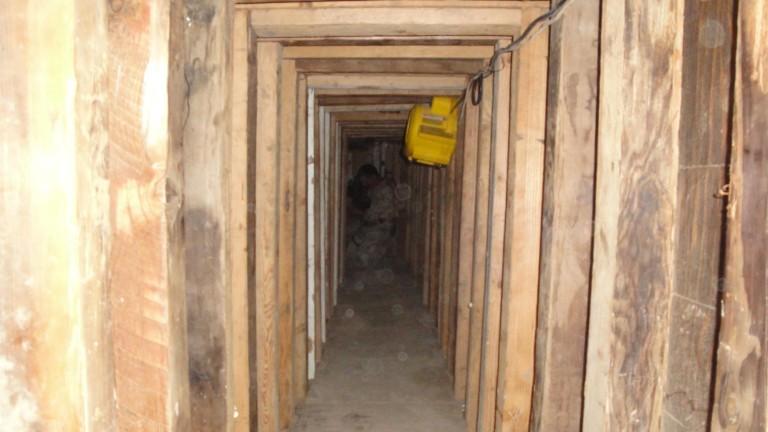 Снимка: Необичайният тунел за трафик на наркотици между Мексико и САЩ