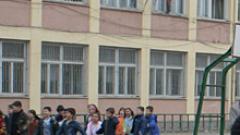 Решават за ученика, малтретирал учителка