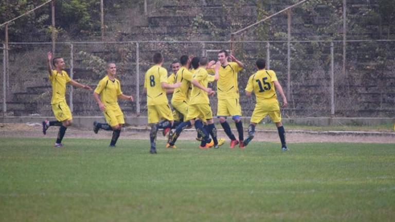 Драма с дузпи между Загорец и Пирин, радостта е за тима от Трета лига