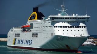 Пожар евакуира гръцки ферибот с над 500 души на борда