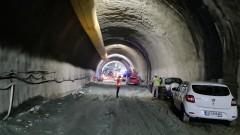 """Контактни са тримата, пострадали при срутването в тунел """"Железница"""""""