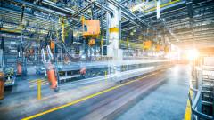 Промишлеността се връща към растеж, слаб октомври за строителството