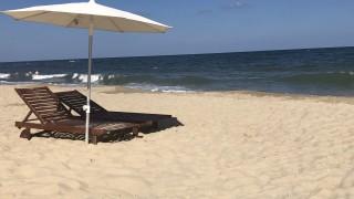 Държавата да спаси летния сезон с безплатни чадъри за почиващите, искат хотелиери