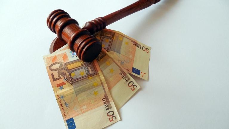 Франция иска 4 г. затвор за шефа на латвийска банка и €90 милиона глоба