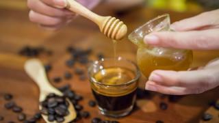 Какво трябва да знаем, ако пием кафето си с мед