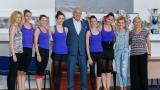 """Министър Кралев изгледа тренировка на """"Златните момичета"""""""