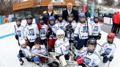 """Ледената пързалка """"Юнак"""" отвори врати за любителите на зимните спортове"""