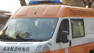 Полски ТИР отнесе кола край Ботевград
