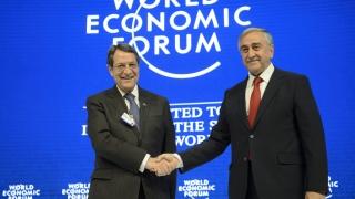 Епохално ръкостискане между ръководителите на разделен Кипър