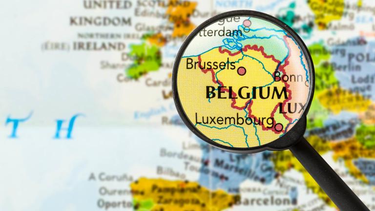 Жена оцеля шест дни заклещена в автомобил след катастрофа в Белгия