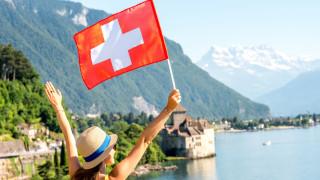 Приказно селце в Швейцария плаща на заселници