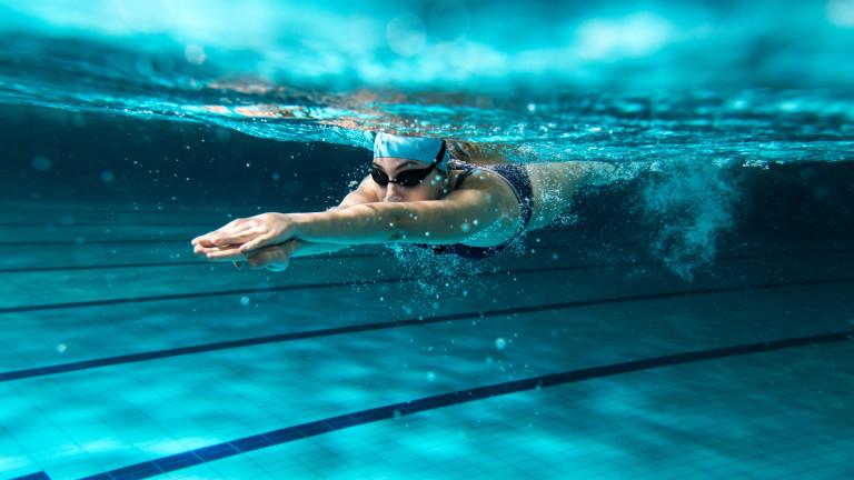 Оказва се, че не е вредно да плуваме малко след хранене