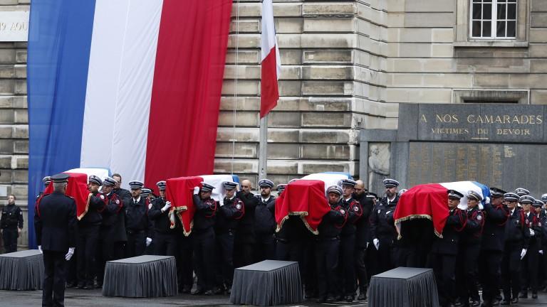 Френската полиция задържа петима души, свързани с радикализиралия се служител,