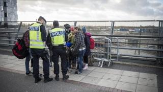 Маскирани неонацистки банди нападат имигранти в Швеция